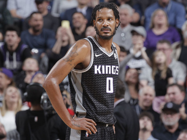 Report: Kings trade Ariza to Blazers in 5-player deal