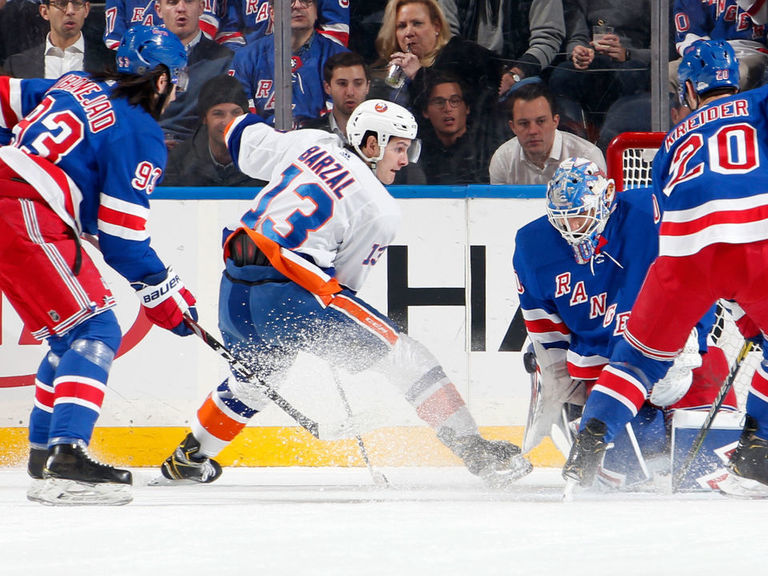 Trotz: Barzal benched vs. Rangers for putting individual play ahead of