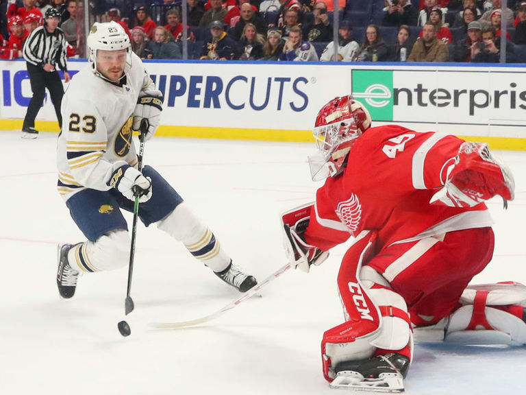 Sabres' Reinhart gets into testy exchange with reporter over backcheck