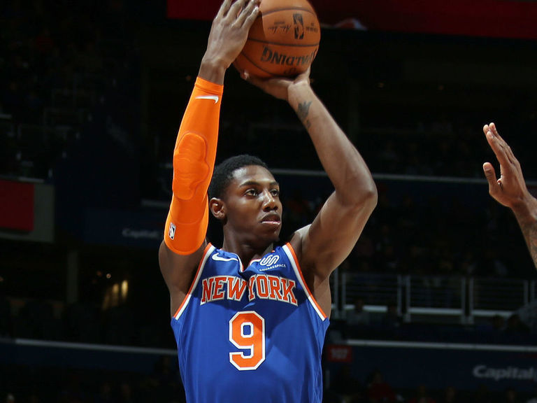 Knicks' Barrett says he's naturally right-handed but prefers shooting lefty