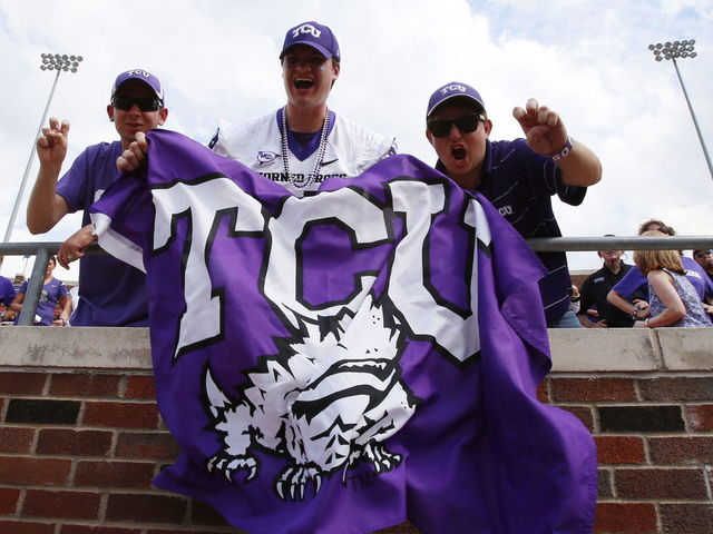 The best 'College GameDay' fan signs in Fort Worth